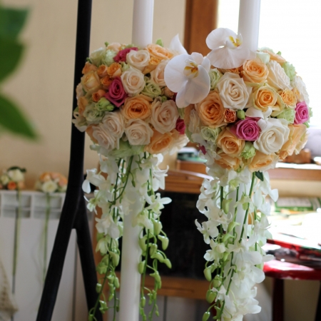 Lumanari rotunde orhidee alba trandafiri colorat