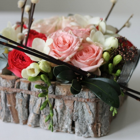 Aranjament floral primavara enRose primavara minirose frezii  (4)