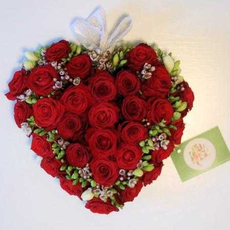 aranjament-trandafiri-rosii-romantic-valentines-day-inima3