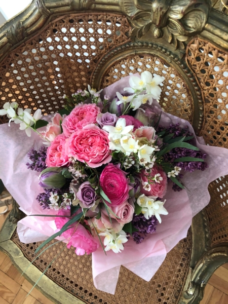 Buchet cu iasomie, liliac și trandafiri Miresme de primăvară