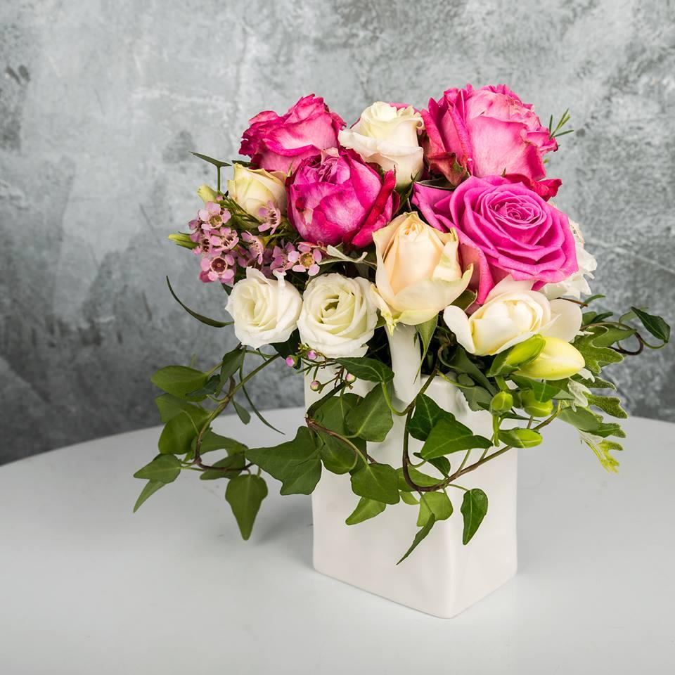 Aranjament Floral Cu Trandafiri Si Miniroze