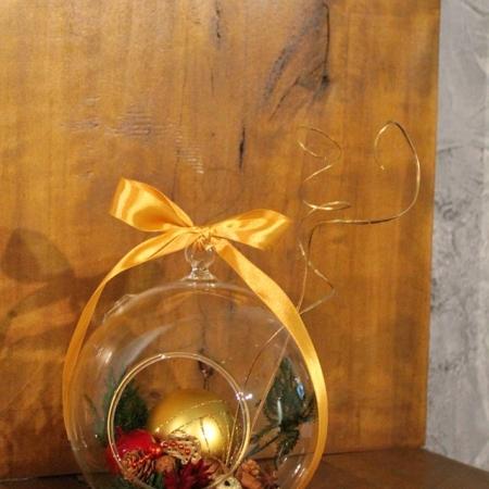 Aranjament floral Sfera de Craciun