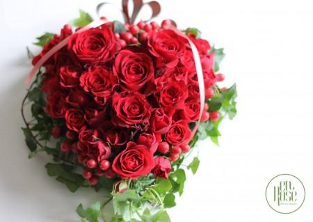 Aranjament floral inima trandafiri rosii