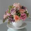 aranjament floral romantic primavara liliac trandafiri pastel
