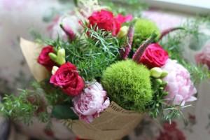 Buchete-aniversare-frezii-trandafiri-bujori-veronica-3
