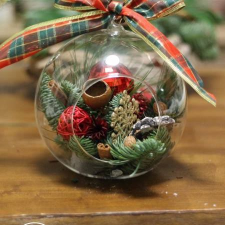 Aranjament floral sfera Christmas wish