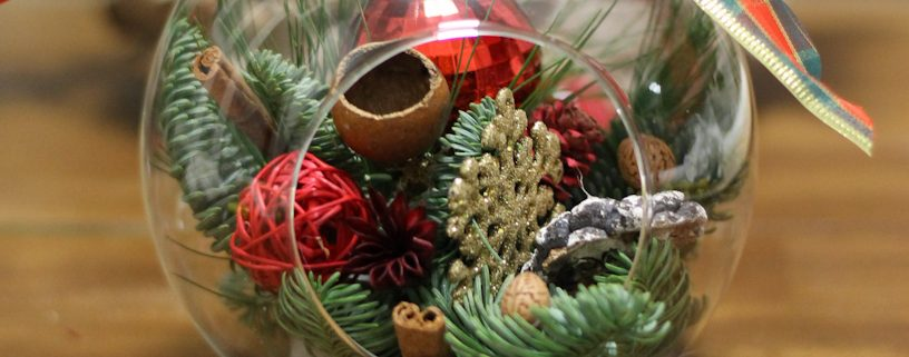 Aranjament floral sfera Christmas wish