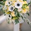 buchet de mireasa velvet cu anemone si trandafiri galbeni
