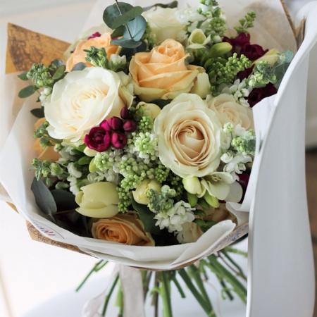 Buchet de flori cu liliac Mireasmă de primăvară