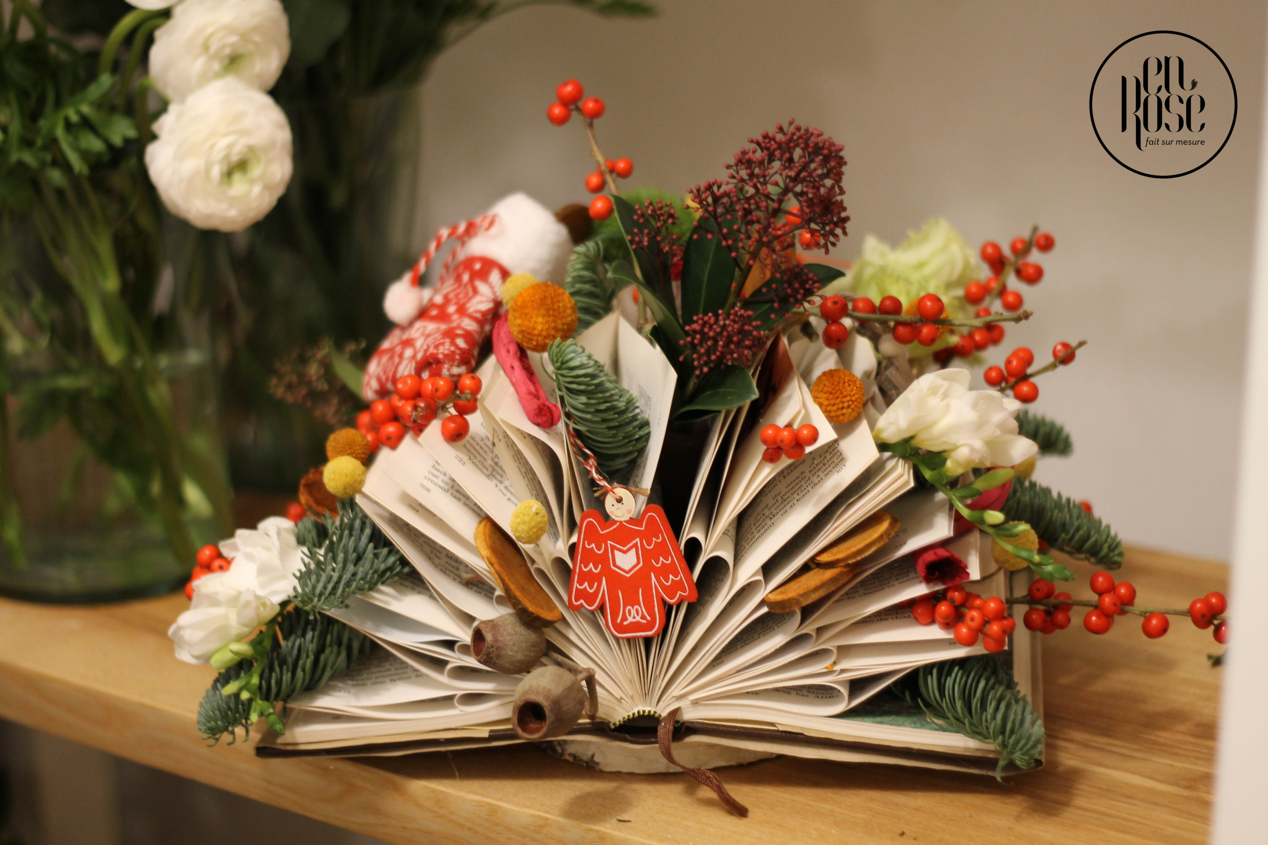 Aranjament Floral Christmas Charmed Book Enrose