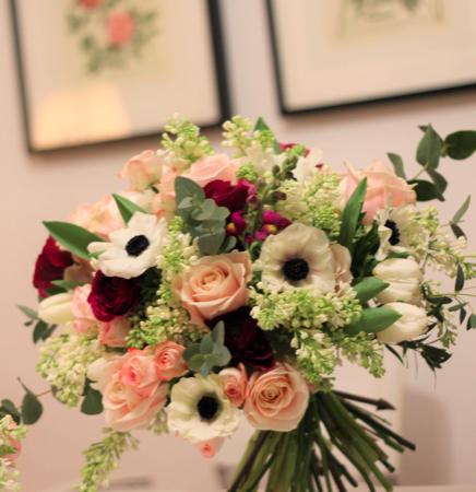 Buchet de flori impresionant cu liliac alb Fall in love