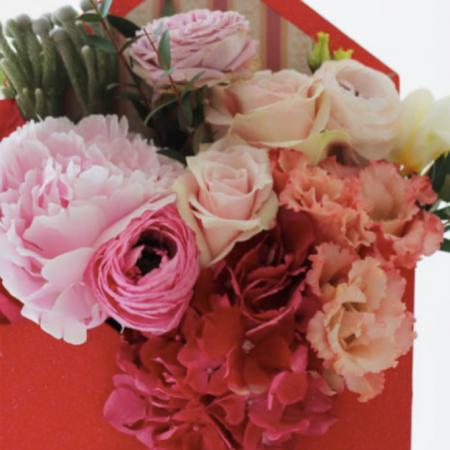 Scrisoare cu bujori si trandafiri