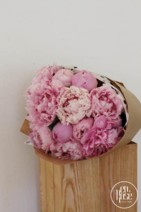 Buchet cu bujori roz enRose