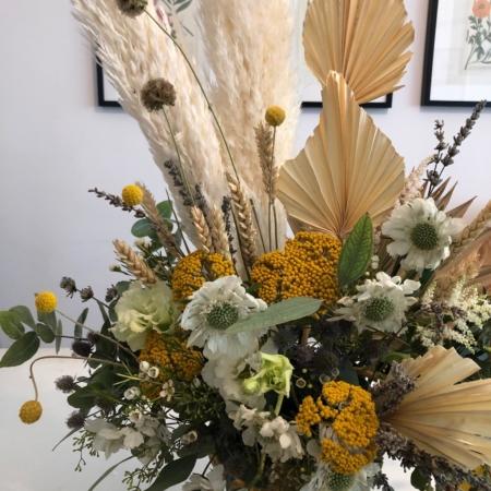 aranjament floral cu pampas in cupa