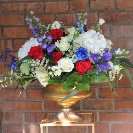 Aranjament floral in cupa antichizata elegant