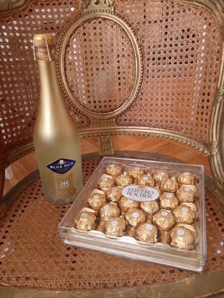 cadou Gold cu bomboane și sampanie 24 carate9