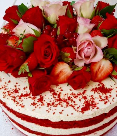 tort cu sirop de trandafiri Rose Red Velvet