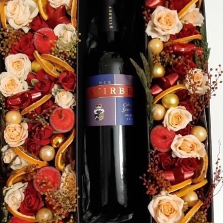 Cutie de cadou cu flori și vin Știrbey
