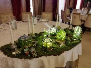 Nunta in alb si verde - decor masa mirilor