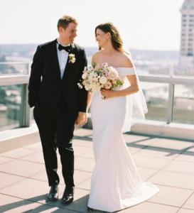 rochie de mireasă cu mâneci bufante stylemepretty.com