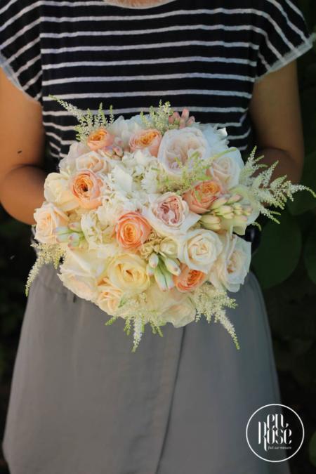 buchet de mireasă cu trandafiri Aprikola