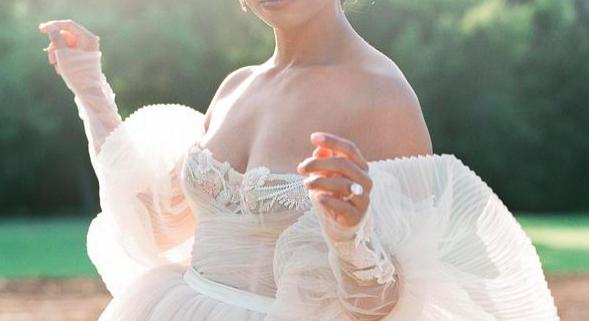 Tendințe pentru rochia de mireasă: mâneci bufante stylemepretty.com