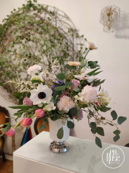 Aranjament floral cu anemone Wind Flowers