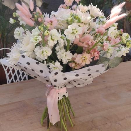 Buchetul zilei cu flori proaspete Happy Tuesday