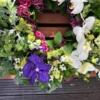 Coroană funerară cu orhidee și flori naturale