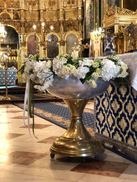 Decor de cristelniță plin cu flori albe Purity