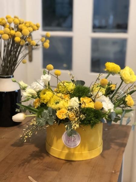 cutie cu flori galbene Rază de soare
