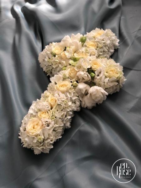 cruce funerară cu flori albe Angels